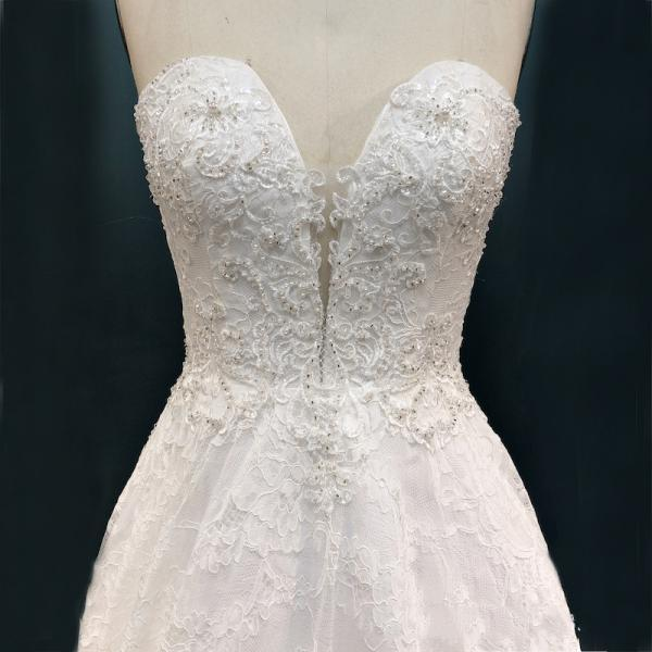 Fashion A-Line Wedding dress V-Neck Sleeveless Court Train Lace Bridal Dress